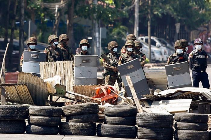 อังกฤษแนะพลเมืองเดินทางออกจากพม่าหากทำได้ หลังความรุนแรงยกระดับต่อเนื่อง