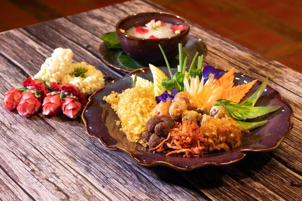 """ดับร้อนด้วย """"ข้าวแช่"""" ตำรับไทยโบราณ ณ ห้องอาหารไทยสไปซ์ มาร์เก็ต โรงแรมอนันตรา สยาม กรุงเทพ"""