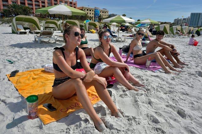 """คนอเมริกันไม่กลัวโควิด ทำฤดูท่องเที่ยวชายหาดเดือนสปริงเบรกมีความเสี่ยงสูง """"ไมอามี บีช""""ลั่นจะไม่ยอมทน"""