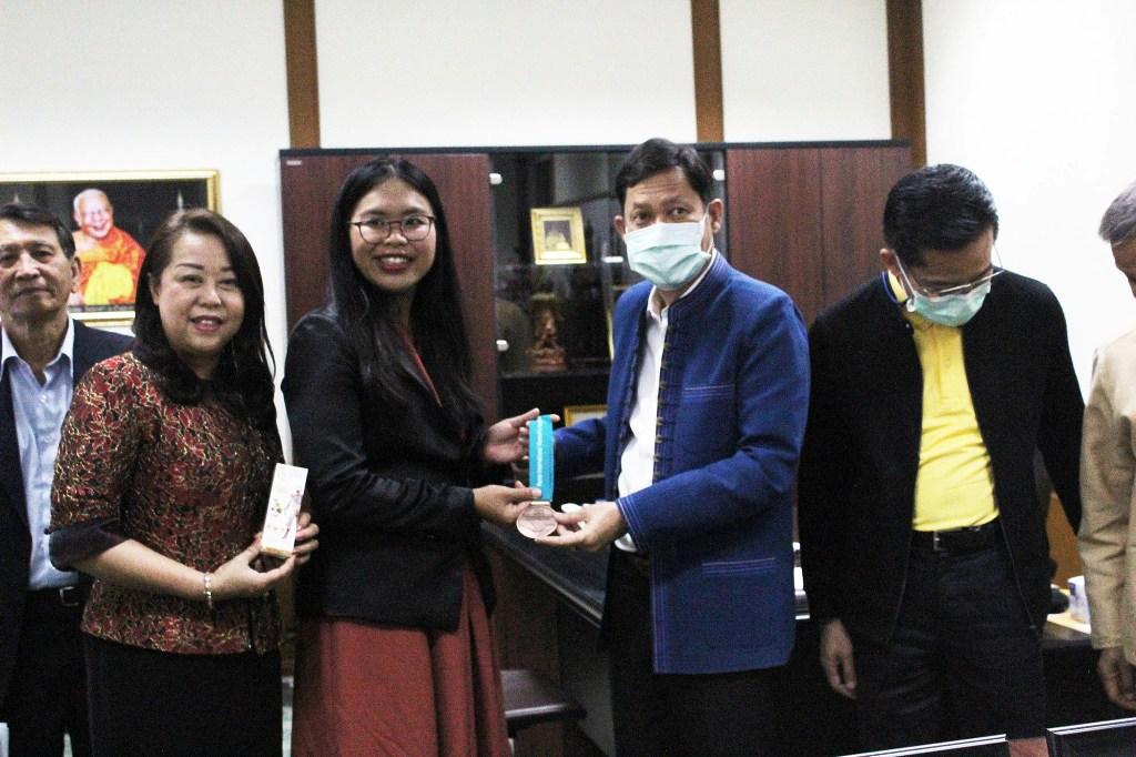 """นักวิจัยไทยคว้าเหรียญสกัดสมุนไพรกันโควิดเกาหลีใต้ เล็งสกัด """"กัญชง-กัญชา"""" ต่อ"""