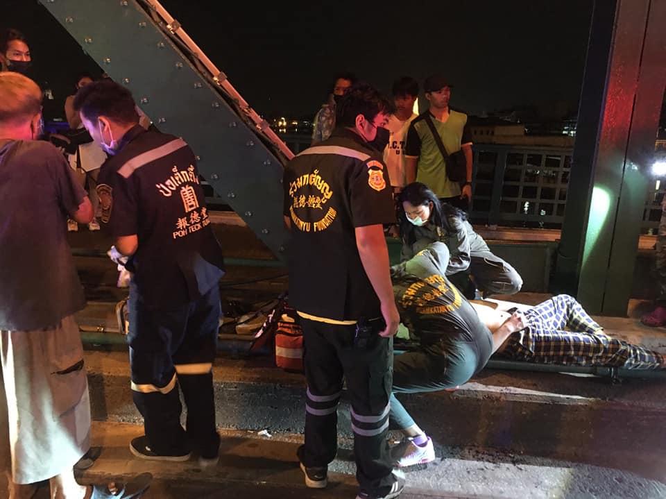 หนุ่มเมาซ้อนรถ จยย.เพื่อนล้ม ขาดสติโดดลงแม่น้ำเจ้าพระยา