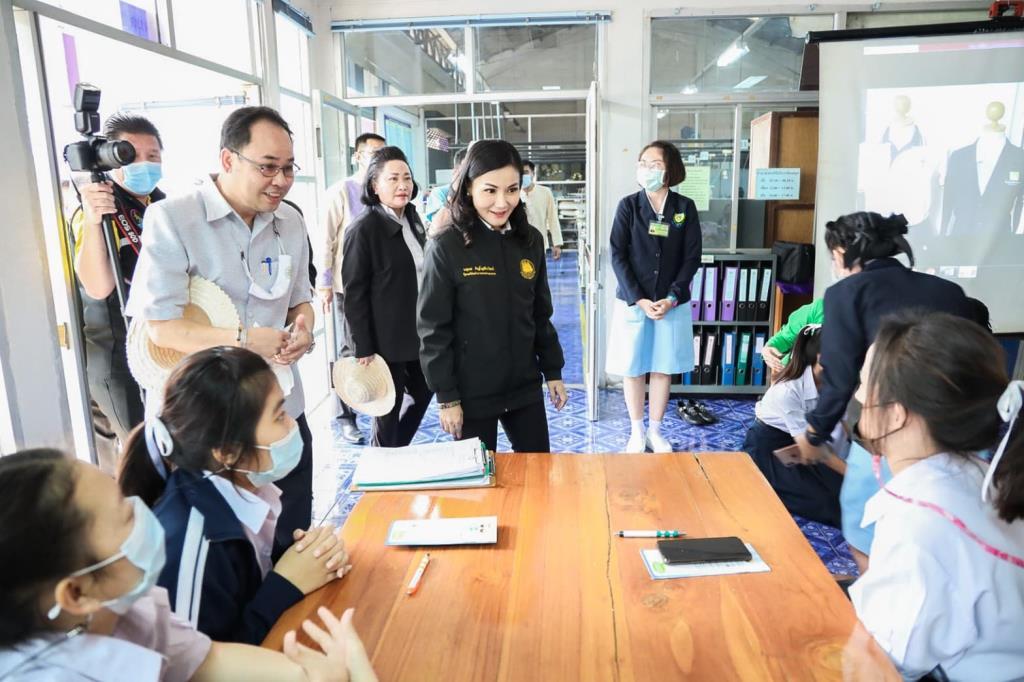 ก.แรงงาน ร่วม รพ.กล้วยน้ำไท ทัวร์ทั่วไทยแจกทุนฝึกอบรมดูแลผู้สูงอายุ