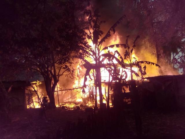 ไฟไหม้บ้านพ่อค้าแม่ค้า ในชุมชนชุมชนพัฒนาทองผาภูมิ
