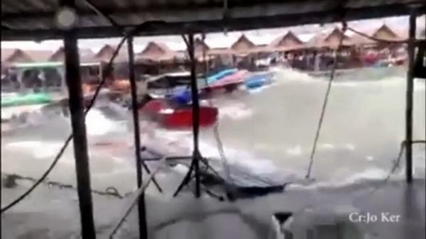 พายุฤดูร้อนกระหน่ำพัทยาน้อย/นักเที่ยวหนีตายจ้าหละหวั่น  โจ๋ดวงกุด!ลงเล่นน้ำเป็นตะคริวดับอนาถ