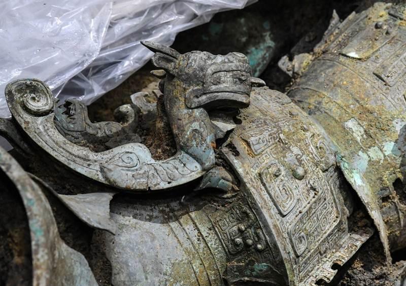โบราณวัตถุที่พบระหว่างการขุดค้นแหล่งโบราณคดีซันซิงตุยครั้งล่าสุด (แฟ้มภาพซินหัว)