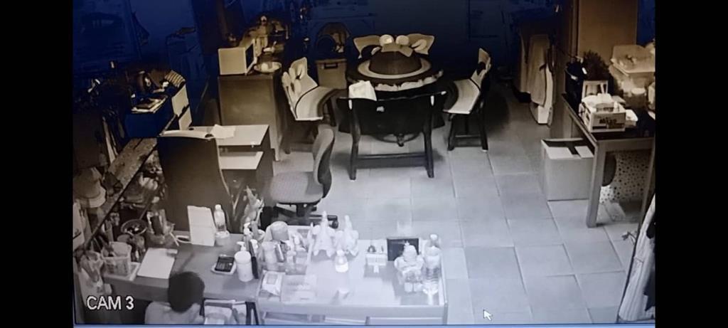 โจรงัดลิ้นชักที่ทำการประธานแฟลตห้วยขวาง กวาดเงินในโต๊ะเรียบ