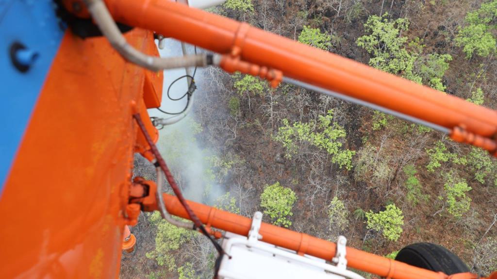 ผู้ว่าฯเชียงใหม่สั่ง ฮ.บินระดมดับไฟไหม้ดอยสะเมิงเสริมกำลังภาคพื้นดิน-เชื่อคุมอยู่ภายในวันนี้