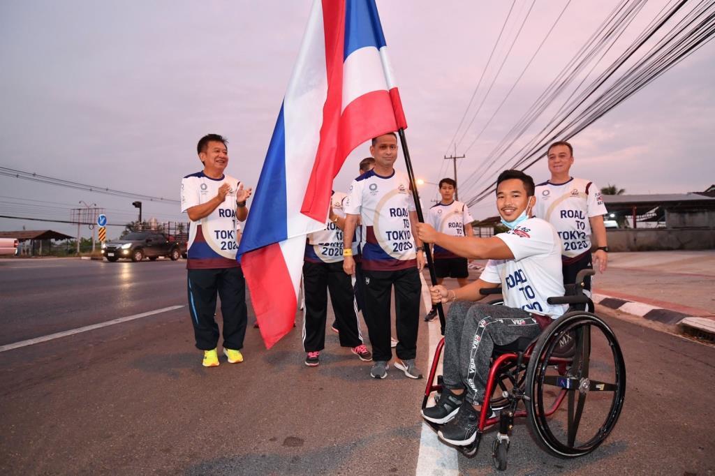 """พ่อเมืองเพชรบุรี รับไม้ต่อ """"วิ่งส่งธงชาติไทย ไปโตเกียวโอลิมปิก"""" วันที่ 3"""