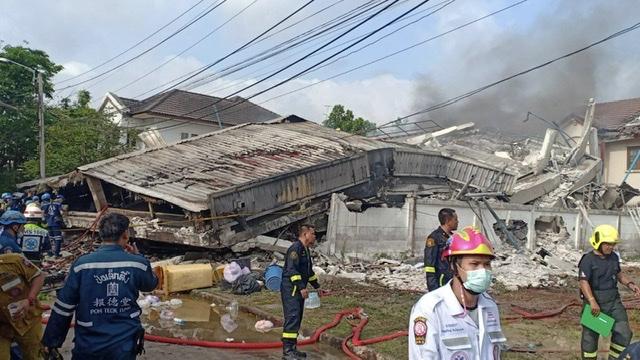 ไฟไหม้บ้านพักกฤษดานคร 31 ก่อนพังถล่มดับสลด 5 ราย