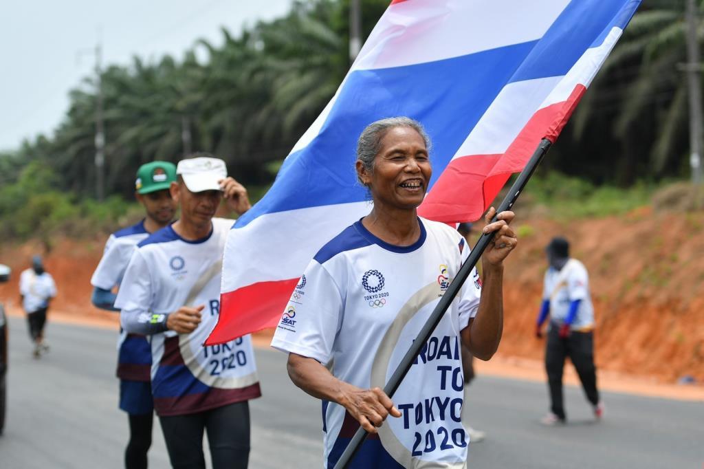 คุณยายวัย 61 ร่วมวิ่งผลัดธงชาติไทย ไปโอลิมปิก วันที่ 8 เส้นทาง ชุมพร-สุราษฎร์