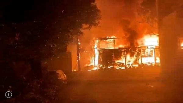 ไฟไหม้!! บ้านพักหลังจวนผู้ว่าฯ ลพบุรี เสียหายทั้งหลัง