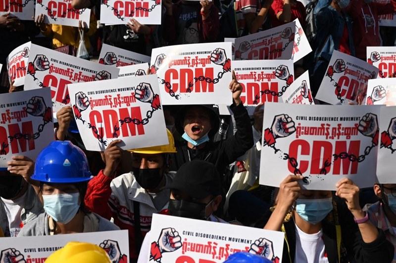 คอลัมน์นอกหน้าต่าง:  'การปฏิวัติเงียบ'ในพม่า  เจาะลึกพนักงานข้าราชการพม่านัดหยุดงาน เข้าร่วม 'อารยะขัดขืน' กดดันคณะทหารยอมละทิ้งอำนาจ