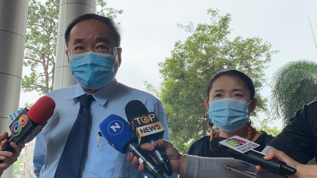 """ทนายยื่นประกันตัวม็อบคณะราษฎร ด้านแม่""""เพนกวิน""""วอนขอให้ลูกไปอยู่โรงพยาบาล หลังอดอาหารประท้วง"""