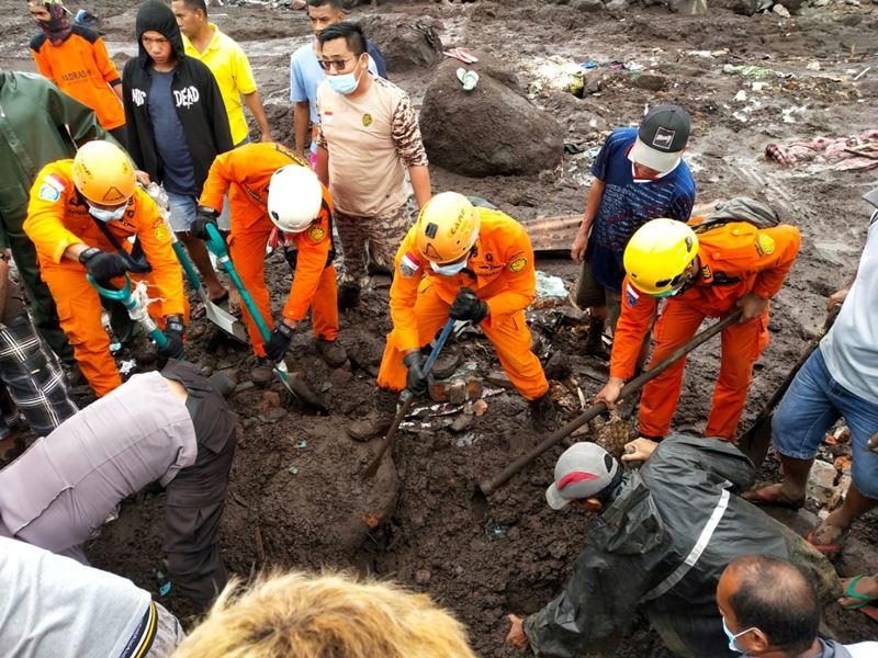 เสียชีวิตพุ่งเกินร้อยแล้ว  พายุถล่มอินโดนีเซียและติมอร์-เลสเต ทำฝนตก-น้ำท่วม-ดินถล่ม