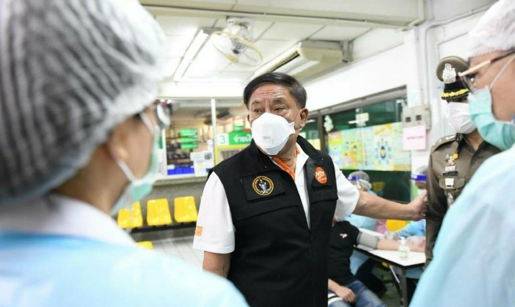 """ผู้ว่าฯ กทม.  ปูพรมตรวจสถานบริการ-เร่งฉีดวัคซีนให้กลุ่มเสี่ยง """"คลัสเตอร์ทองหล่อ""""  ควบคุมการแพร่ระบาด"""