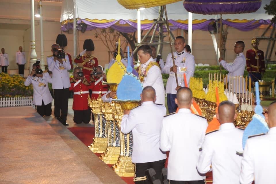 ในหลวง-พระราชินี เสด็จฯพระราชพิธีวันพระบาทสมเด็จพระพุทธยอดฟ้าจุฬาโลกมหาราช และวันที่ระลึกมหาจักรีบรมราชวงศ์