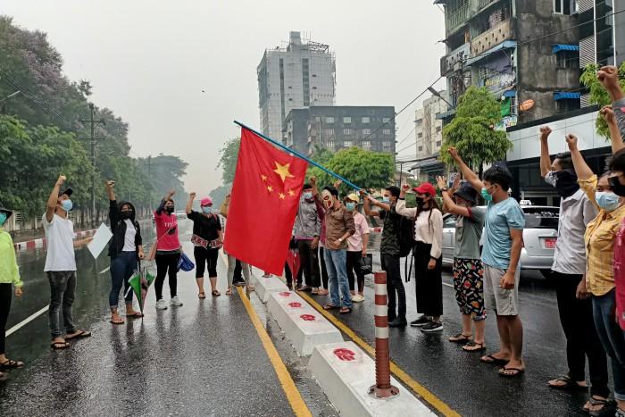 สถานทูตจีนเผยติดต่อกับทุกฝ่ายในพม่าหวังช่วยคลี่คลายสถานการณ์