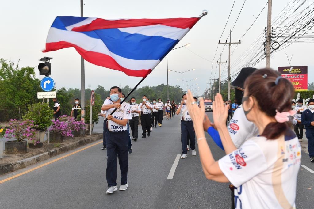 รมช.มหาดไทย ร่วมวิ่งธง กม.1,038 ส่งกำลังใจให้ทัพนักกีฬาไทย