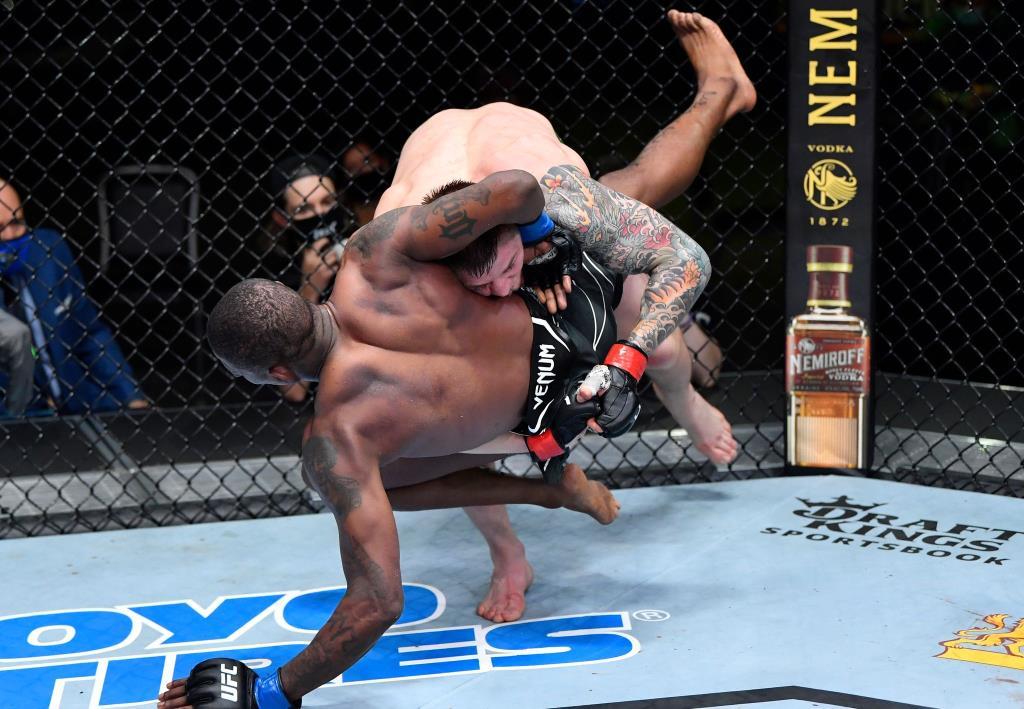 """""""เว็ตโตรี"""" ไล่ทุบต้อนแต้ม """"ฮอลแลนด์"""" ขาดลอย ศึก  UFC Fight Night"""
