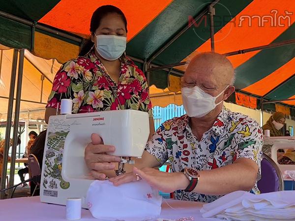 ผวจ.ยะลาเปิดจวนนำทีมเย็บหน้ากากผ้าเตรียมแจกประชาชนป้องกันโควิด-19