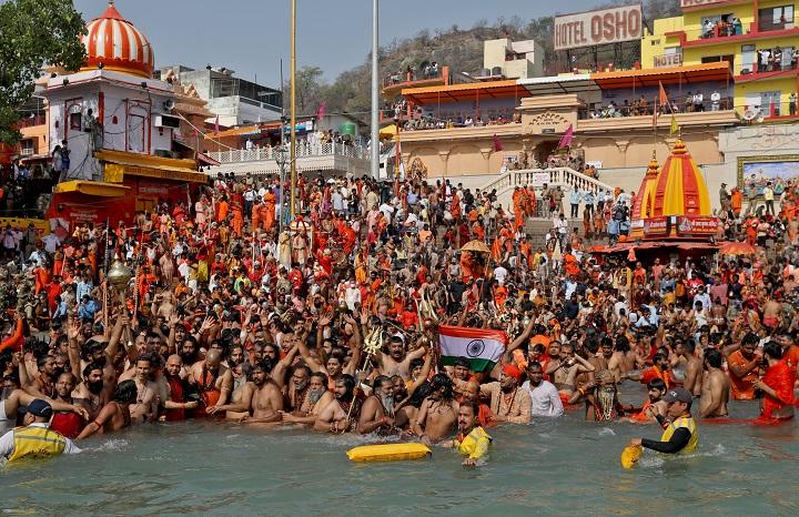 งานเข้าตามคาด!พบติดเชื้อโควิดแล้วหลายร้อย ในฝูงชนเป็นล้านร่วมพิธีอาบน้ำศักดิ์สิทธิ์อินเดีย