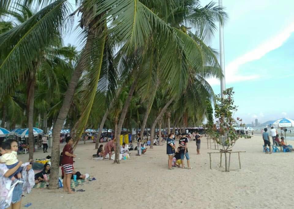 เอาแล้ว!! นายกฯ ตุ้ยแจ้งภาพนักท่องเที่ยวทะลักหาดบางแสนจากสื่อหลายสำนักไม่ตรงปก