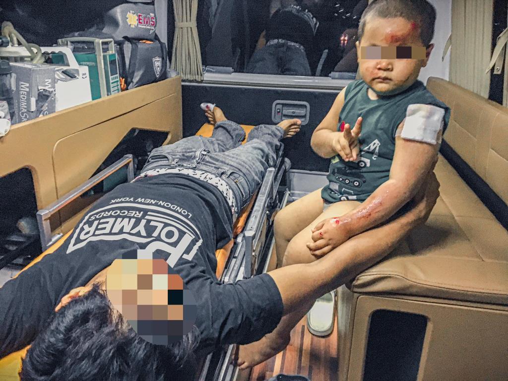 """หนูน้อย 3 ขวบ สอนพ่อ """"อย่าขับรถเร็วอีกนะ"""" หลังประสบอุบัติเหตุเจ็บทั้งพ่อ-ลูก"""
