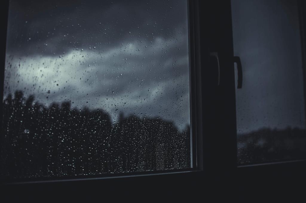 """กรมอุตุฯ เตือน 57 จังหวัด รับมือพายุฤดูร้อน """"ฝนฟ้าคะนอง-ลมแรง-ลูกเห็บตก"""""""