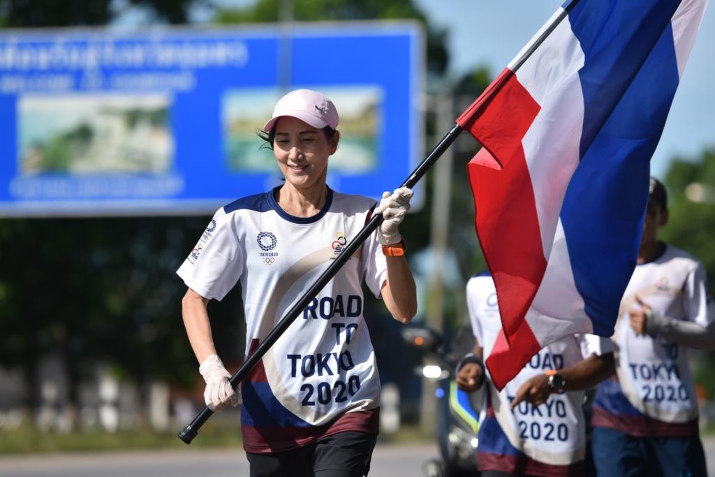 วิ่งธงชาติไทย ถึงประจวบฯ มุ่งหน้าภาคตะวันตก ผ่าน 22 วัน ระยะทาง 1,655 กม.