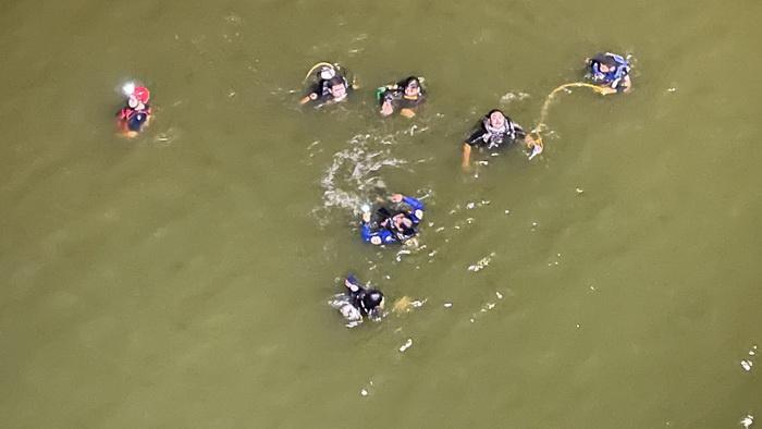 สลด!!พ่อ-ลูกสาวถ่ายภาพคู่พลัดตกสะพานเทพสุดาฯสูง 30 เมตร เผยเมียเป็นคนถ่ายภาพสุดท้าย