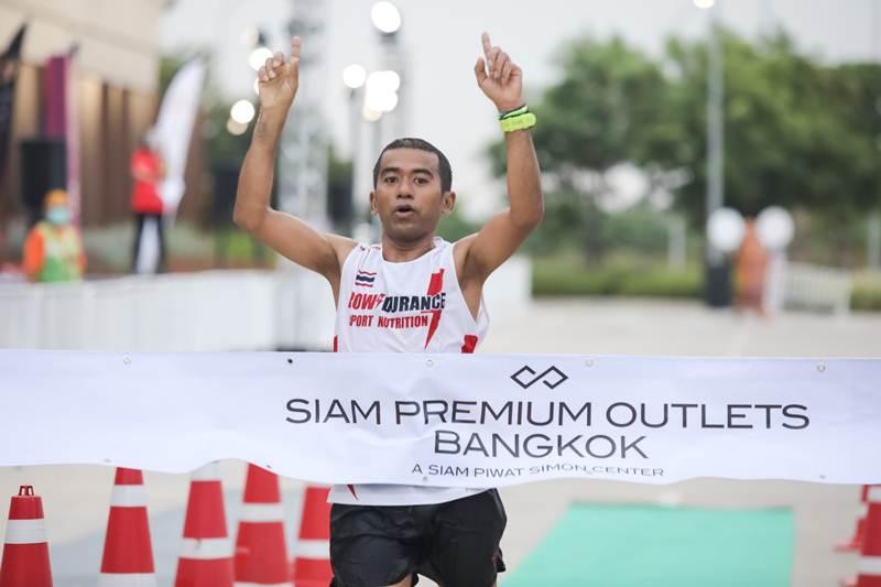 ณรงค์ชัย สุกทอง นักวิ่งผู้เข้าเส้นชัยเป็นคนแรกของประเภทชาย Block A