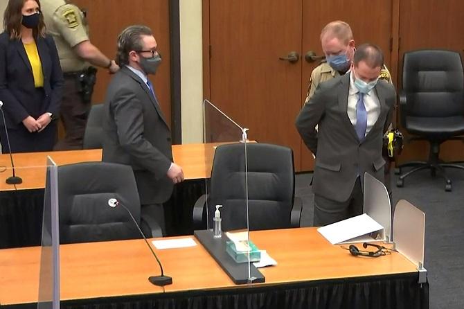 คณะลูกขุนตัดสินตร.ผิวขาวคนจับ'จอร์จ ฟลอยด์'มีความผิดฐานฆาตกรรม เตรียมชดใช้กรรมในคุก