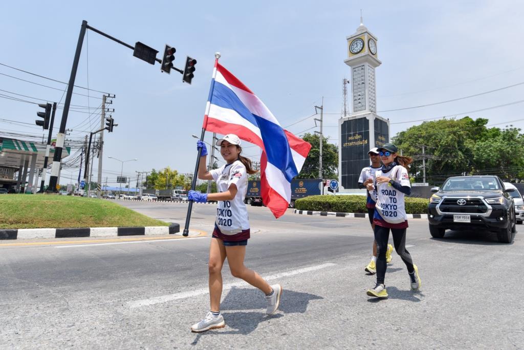วิ่งธงชาติไทยถึงสุพรรณบุรี รวมผ่าน 28 วัน สะสมระยะทาง  2,149 กม.