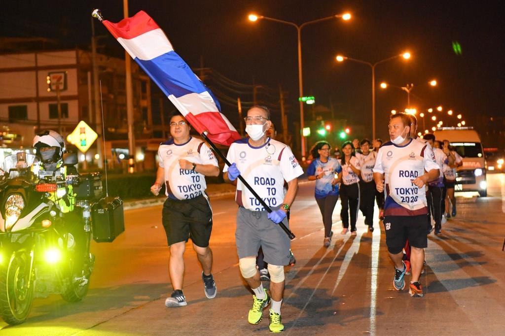 """""""วิ่งผลัดธงชาติไทย"""" วันที่ยี่สิบเก้า """"สุพรรณบุรี-ชัยนาท"""" ป้องกันสุดเข้ม """"โควิด-19"""""""