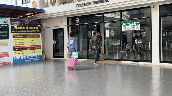 คนลาวลอบทำงานในไทยทยอยขอกลับบ้านเกิดหลังโควิดระบาดหนัก