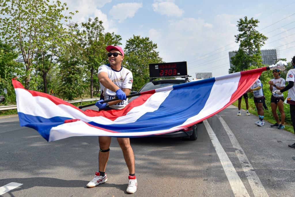 ผ่านครึ่งทาง! วิ่งธงชาติไทย ส่งกำลังใจให้ทัพนักกีฬาไทย วันที่ 30 ถึงนครสวรรค์