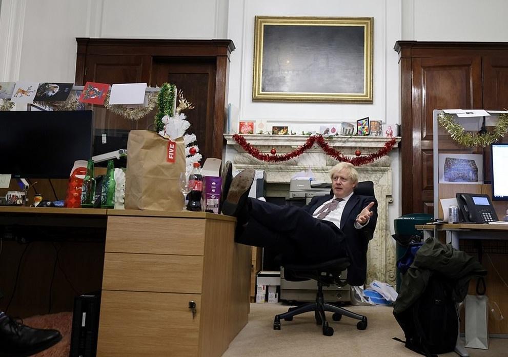 """รมว.พาณิชย์อังกฤษยัน """"นายกฯ จอห์นสัน"""" ใช้ """"เงินส่วนตัว"""" ตกแต่งที่พักทำเนียบถนนดาวนิง เสียงลือหึ่งนายทุนพรรคแอบจ่ายให้"""