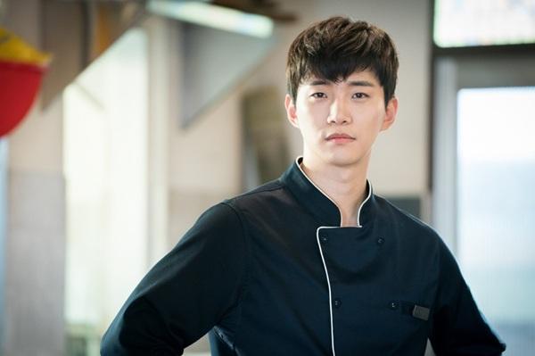 """""""จุนโฮ 2PM"""" คว้าตะหลิวรับบทเชฟสุดหล่อ ใน """"Wok Of Love สูตรรักกระทะร้อน"""""""