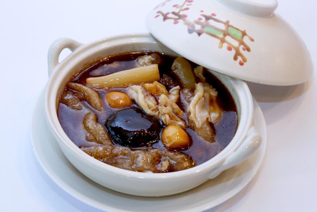 """ลิ้มลอง """"กระเพาะปลาทรงเครื่องหม้อดิน"""" จากวัตถุดิบชั้นเยี่ยม ที่ห้องอาหารจีนหยก"""