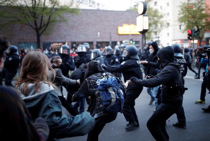 วันแรงงานเดือด!นับแสนชุมนุมท่ามกลางโควิด-19 ปะทะตำรวจในฝรั่งเศส-เยอรมนี