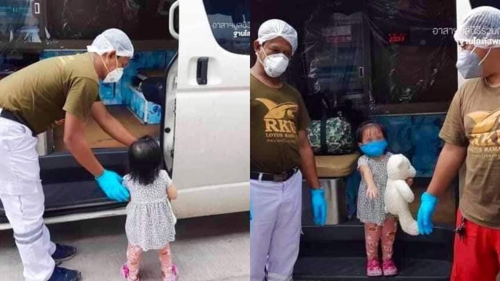 เด็กหญิงตัวน้อยอุ้มตุ๊กตาหมี วัย 2 ขวบ ติดโควิดจากพ่อ ล่าสุดรักษาตัวหายกลับบ้านได้แล้ว