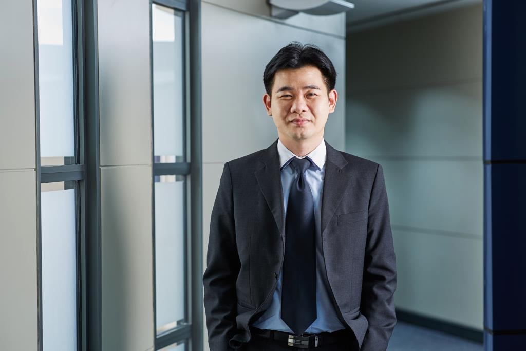 นายอภิชาติ ผู้บรรเจิดกุล ผู้อำนวยการอาวุโส สายงานวิเคราะห์เชิงกลยุทธ์ บริษัทหลักทรัพย์ ทิสโก้ จำกัด