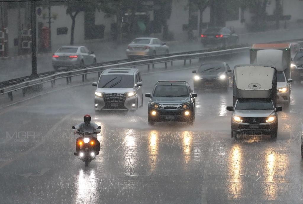 อุตุฯ เตือนทั่วไทย ฝนตกหนัก-ลมแรง ระวังอันตรายฟ้าผ่า-ลูกเห็บตก กทม.โดนถึงร้อยละ 60