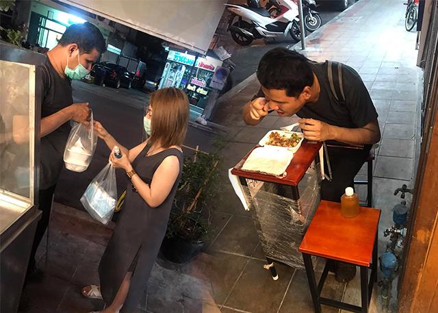 ประเทศไทยยังน่าอยู่ ! สาวแชร์ประสบการณ์น้ำใจของคนไทย ปรี่ช่วยผู้พิการให้ได้กินข้าว