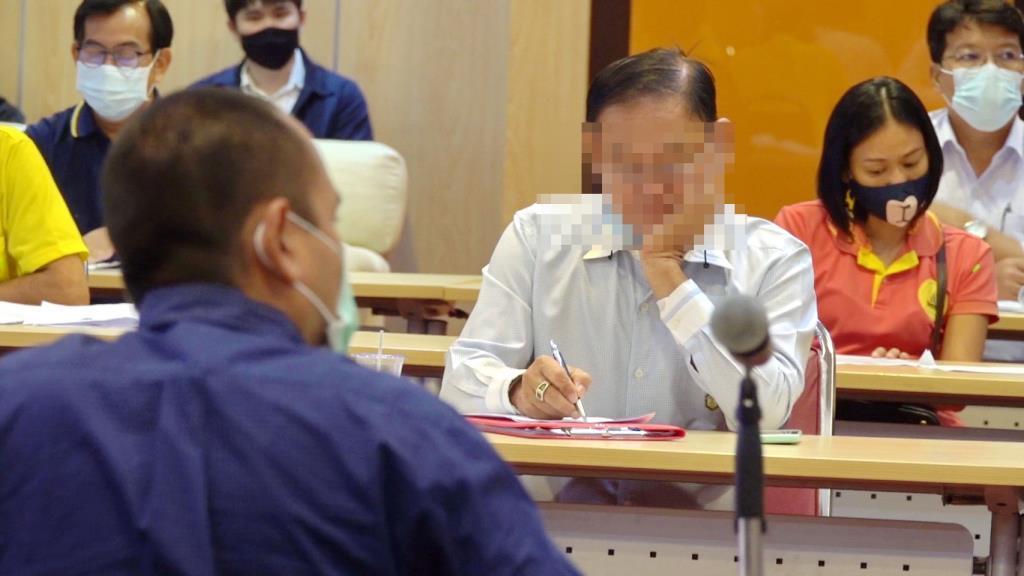 ผู้ว่าปทุมฯสั่งดำเนินคดีนายกท้องถิ่น ไม่ใส่แมสขณะประชุม