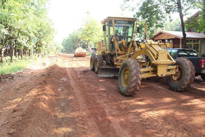 ทหารพัฒนานครพนมเปิดศูนย์รับแจ้งช่วยซ่อมถนนทั้ง 12อำเภอ