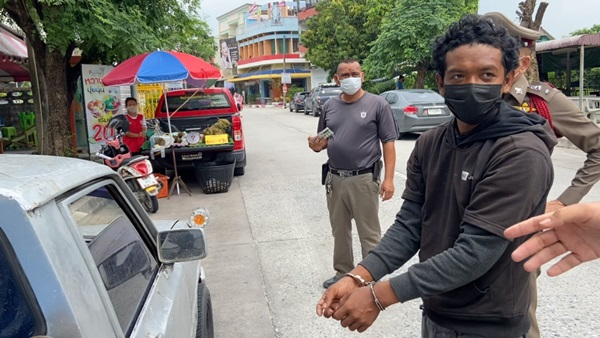 เกือบเจ๋ง!พ่อค้าทุเรียนชลบุรีถูกคนเร่ร่อนขโมยรถพร้อมทุเรียนกว่า 200 กก.โชคดีตามคืนได้