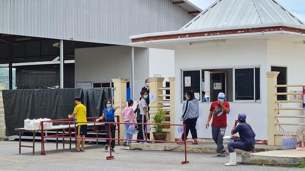 ผู้ใหญ่บ้านหนองนกน้อย- ตำรวจเร่งค้นหาเชิงรุก แรงงานเมียนมาตามห้องเช่าเข้ากักตัวโรงงานฯ