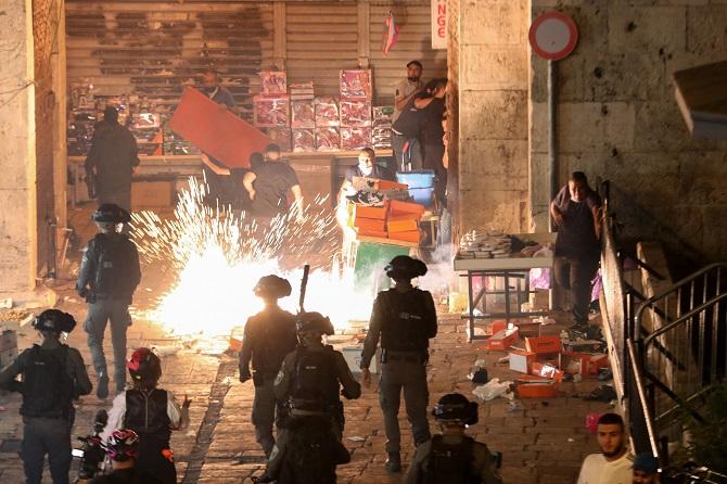 มหาอำนาจกังวล! ปาเลสไตน์ปะทะกองกำลังอิสราเอลในเยรูซาเลม บาดเจ็บกว่า 200