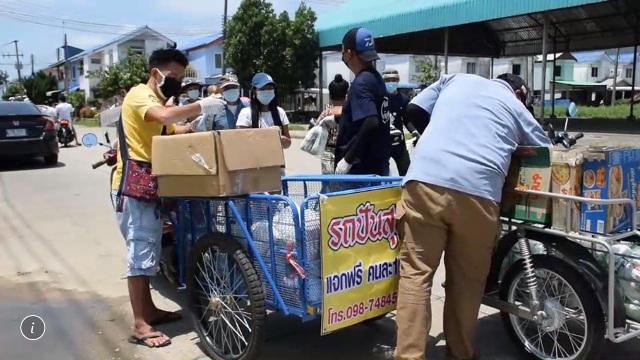 ชื่นชม!หนุ่มสุโขทัยรวมกลุ่มเพื่อนควักกระเป๋าซื้อข้าวปลาอาหารปันสุขทั่วพื้นที่โควิดระบาดแม่สาย